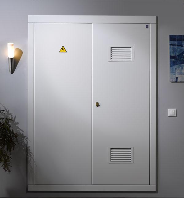 Puertas metalicas para centros de transformacion - Armarios metalicos para exterior ...